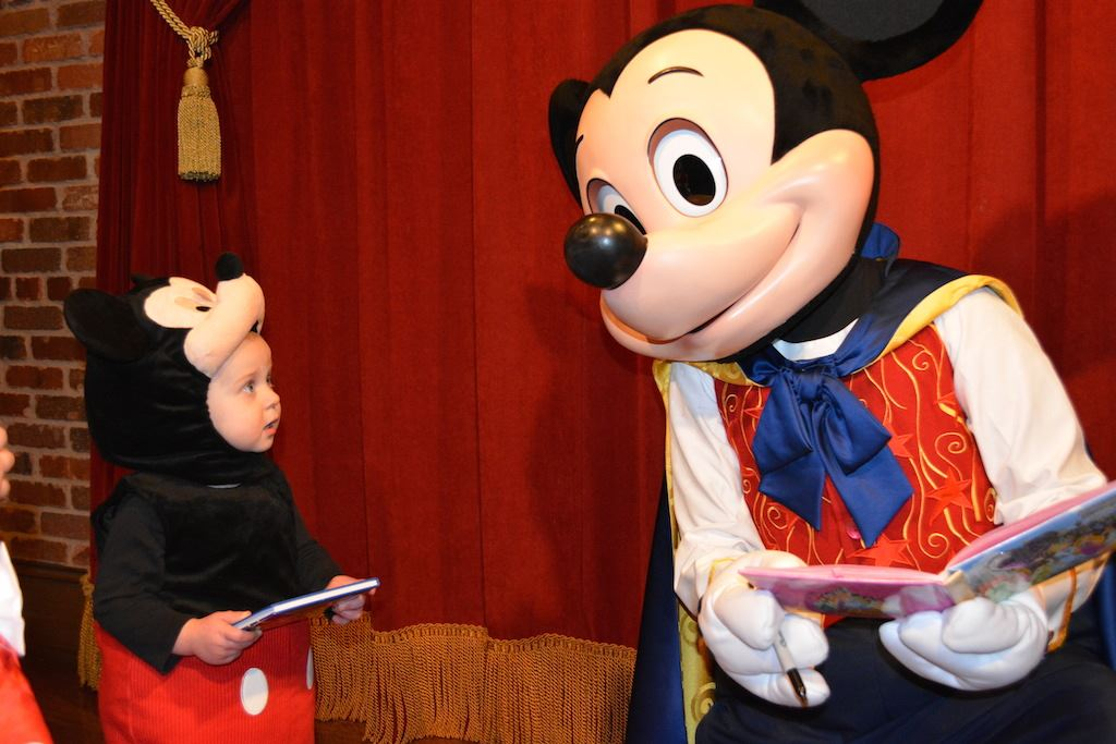 Meet mickey mouse at town square theater magic kingdom attraction photos m4hsunfo